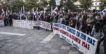 Eκατοντάδες άνθρωποι του μόχθου διαδήλωναν έξω από τις σιδερόφρακτες πόρτες του συνεδρίου που συμμετείχε ο κ. Δ.Γάκης