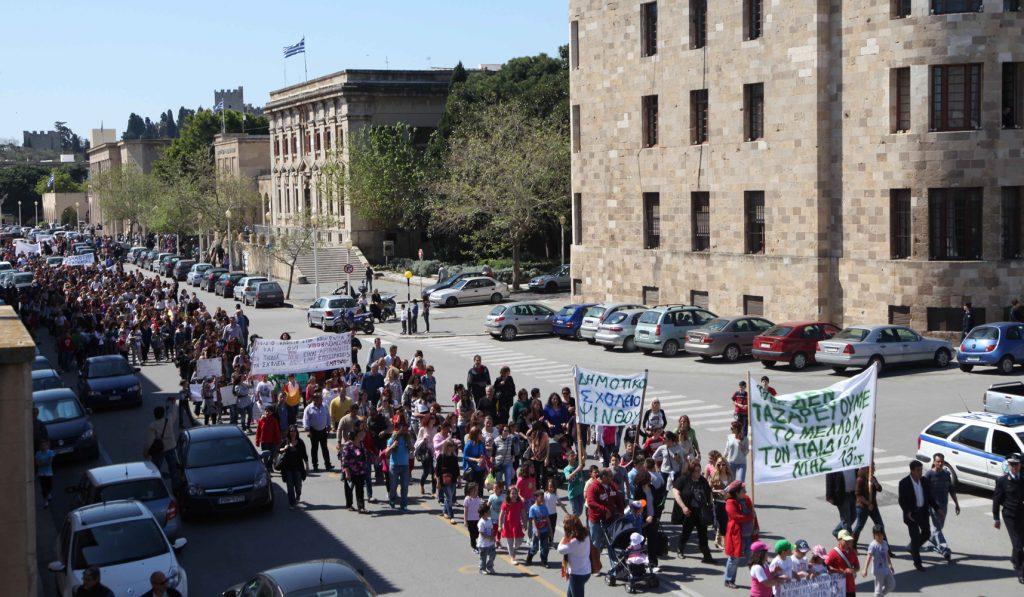 σχολεία στους δρόμους