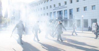 Άγρια κρατική καταστολή εναντίον φοιτητών, σωματείων και Λαϊκών Επιτροπών