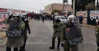 Η ΕΛΜΕ Θήρας καταδικάζει την αστυνομική βία έξω από το Υπουργείο Παιδείας