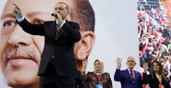 Ο Ερντογάν καλεί τους Τούρκους να είναι προετοιμασμένοι για τον «Γ' Παγκόσμιο Πόλεμο»